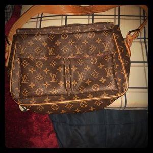 Louis Vuitton Bags - VINTAGE Monogram GM LV Viva Cite. Date Code M10024 1ad0edc8e0